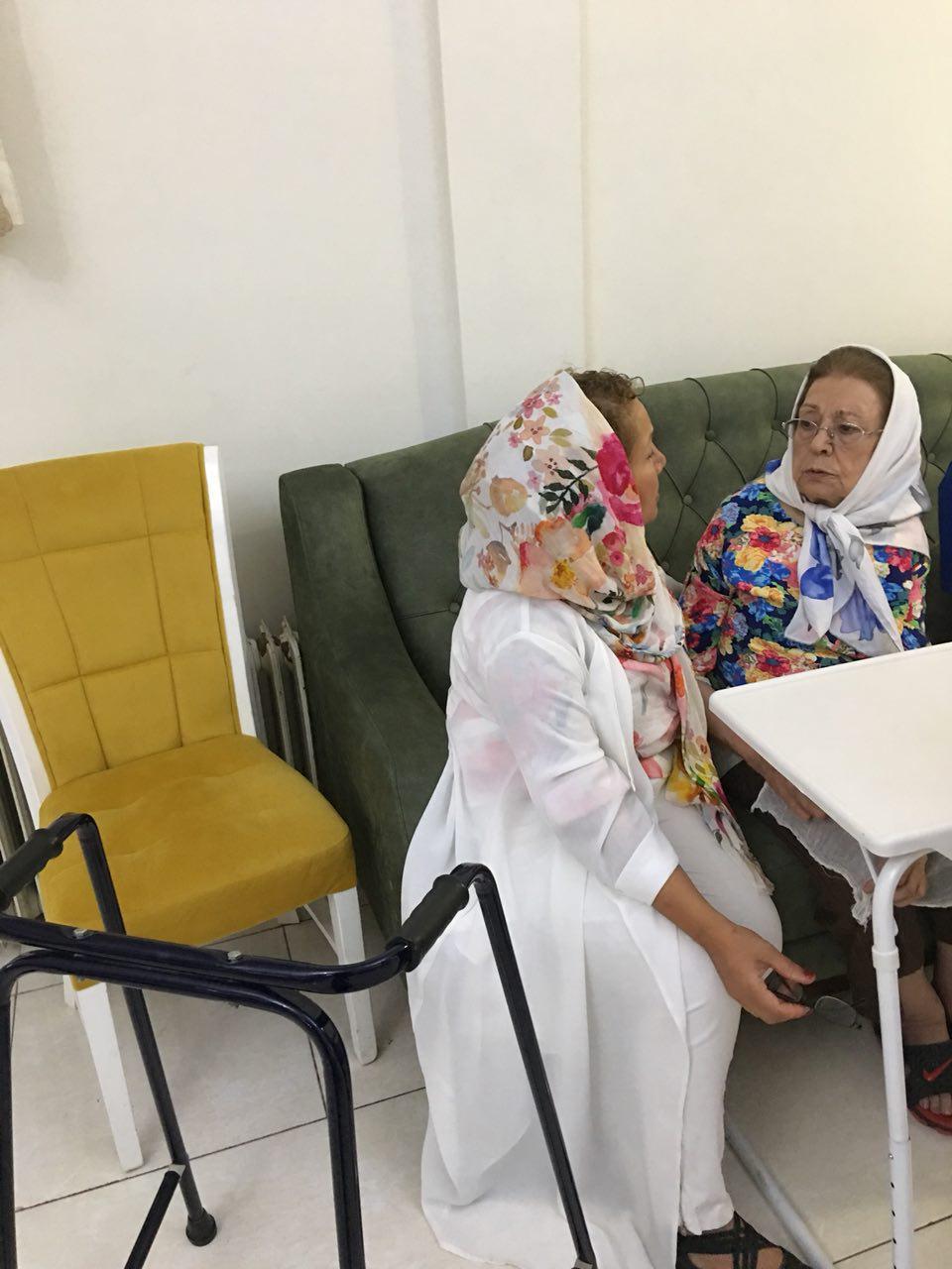 حضور خانم دکتر افسانه اسدخانى در مرکز و ویزیت تمامى سالمندان